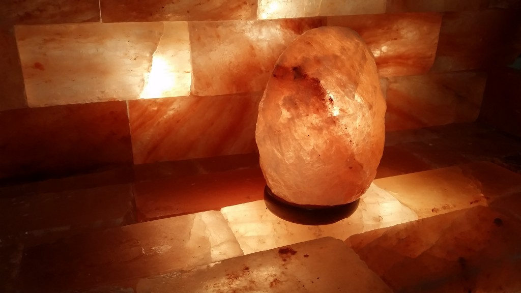 Do Salt Lamps Really Produce Negative Ions : Himalayan Salt Lamp with Durable Neem Wood Base - Be Green Carpet Cleaning